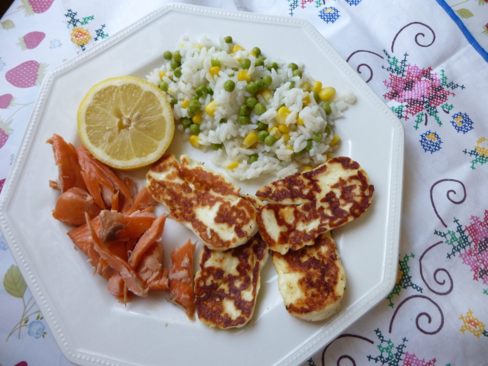 15 minute meals: Honey roast salmon with grilled halloumi and rice!